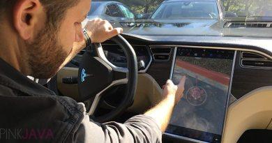 Elektroauto Tesla Model S PokemonGo. Bildquelle: Pink Java