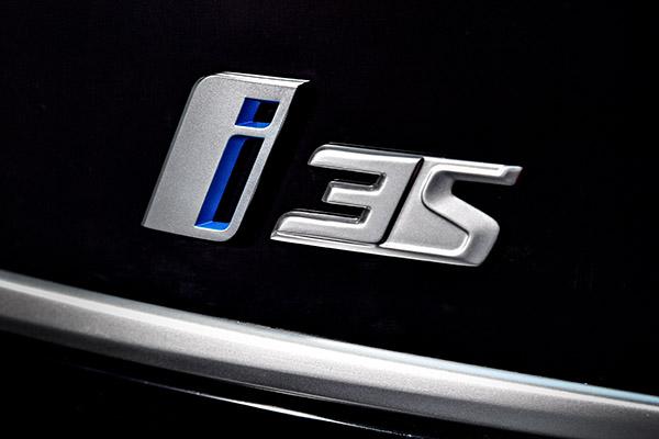Elektroauto BMW i3s Logo. Bildquelle: BMW