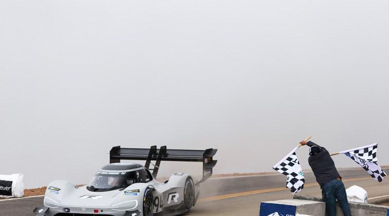 Allzeit-Rekord: Volkswagen schreibt mit I.D. R Pikes Peak Geschichte Rekord für Romain Dumas im I.D. R Pikes Peak. Bildquelle: Volkswagen AG