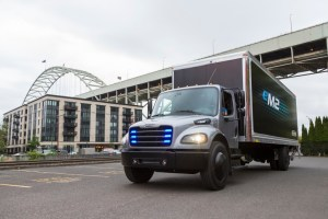 Elektrisch angetriebener mittelschwerer eM2 Lkw für den lokalen Einsatz Fully electric medium duty truck eM2 for local distribution. Bildquelle: Daimler AG