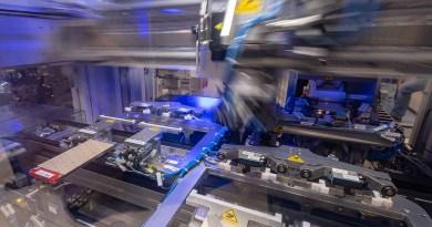 BMW Group Werk Dingolfing - Produktion Batterieeinheit. Bildquelle: BMW Group