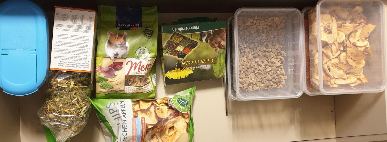Lebensmittelmotten-im-Tierfutter