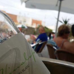 Weißwein in der Poolbar