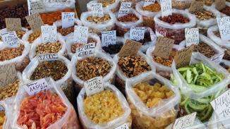 Nüsse und Früchte