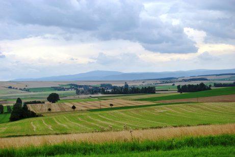 Wetterumschwung in Hedeper! Foto vom Windmühlen-Hügel aus: der Brocken wartet im Süden!