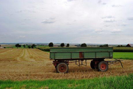 Landwirtschaft im Nördlichen Harzvorland: Auch alte Hänger sind noch im Einsatz.