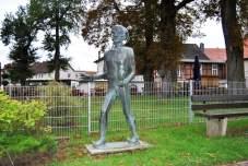 Die Eulenspiegel Statue empfängt Besucher des Museums...