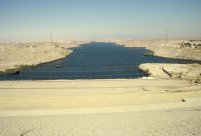 Auf dem Staudamm von Assuan