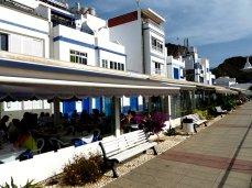 Promenade in Blau / Weiß