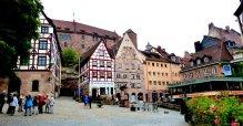 Dürerhaus mit Blick auf die Burg