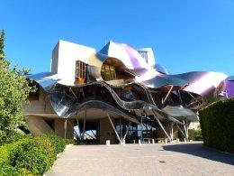 Hotel von Gehry auf dem Weingut Riscal