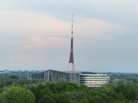 Fernsehturm als eleganter Kontrast