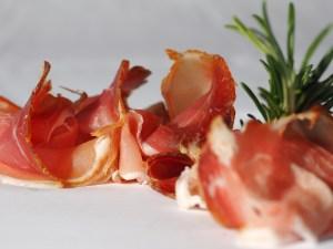 Abbildung 3: Serrano Schinken und Parma Schinken sind Klassiker der spanischen Tapas Küche