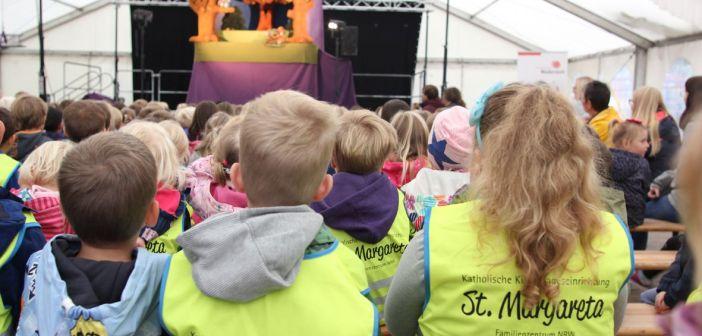Premierenaktion der Bürgerstiftung: Dussel-Dachs und Schussel-Maus begeistern Kinder