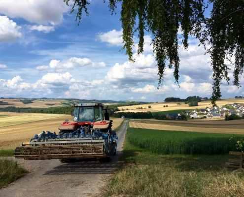 Traktor bei Kalt, Maifeld