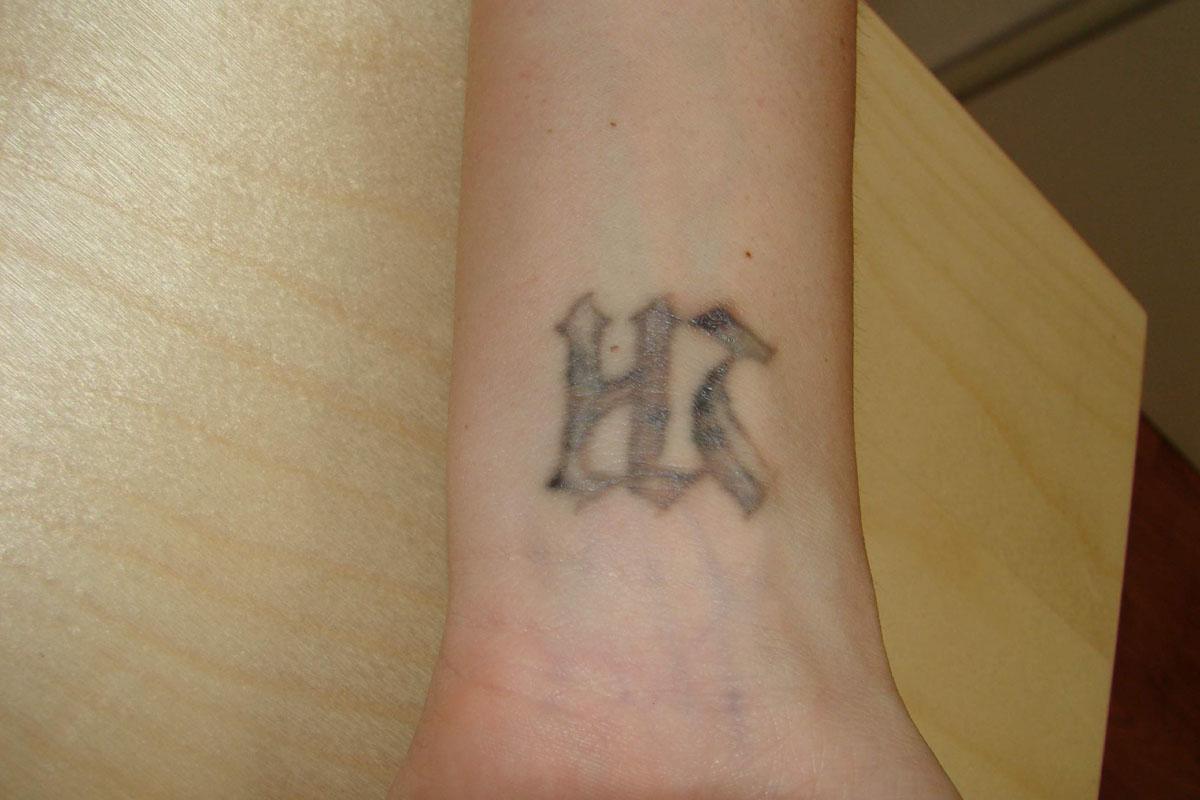 Tattoo Schrift Korperseite Mann Tattoo Schrift Schrift Tattoos