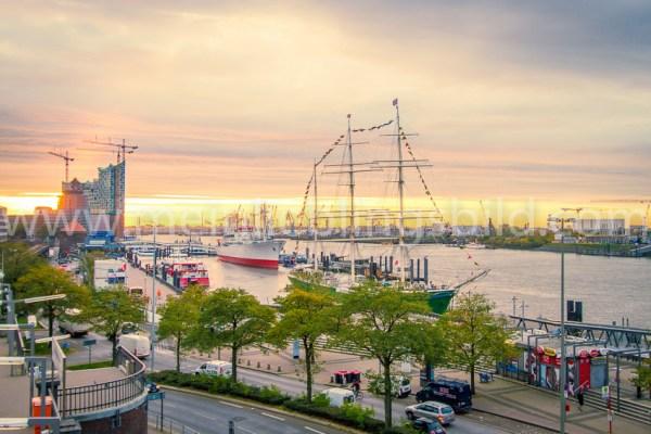 Sonnenaufgang an den Landungsbrücken Hamburg Acryl, Alu Dibond, Leinwand, Poster