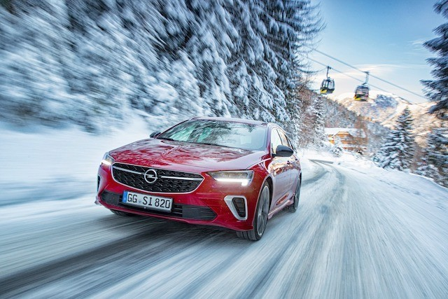 Opel im Schnee