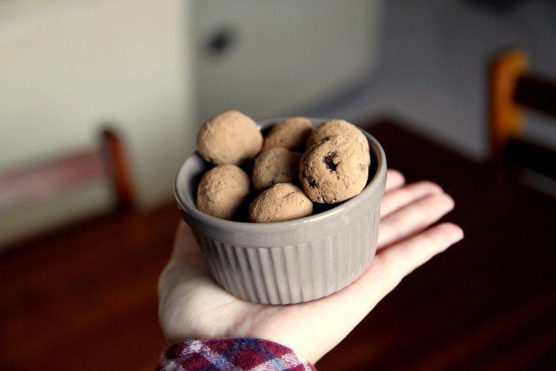 Na cozinha – Trufas de chocolate [Compassionate Cuisine]