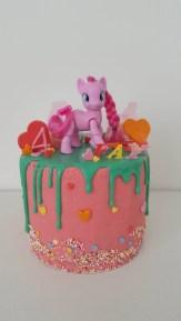 eenhoorn dripcake birthday