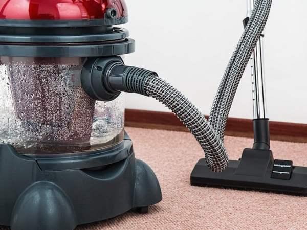 Konventionelle Staubsauger kommen nicht an den tiefere Schmutz im Teppich ran. Teppichreiniger sind hervorragend dafür geeignet auch den tieferen Schmutz im Teppich zu entfernen. Quelle: Pixabay.com