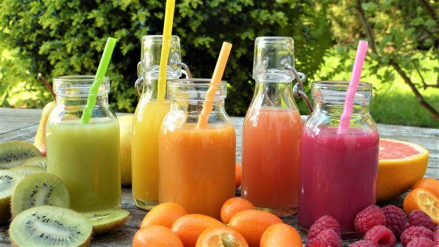 Smoothies muy ricos de frutas y verduras