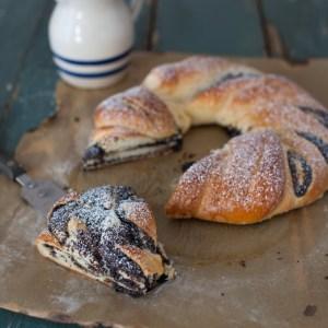 Russian Monday: Honey Poppy Seed Roll - Bread