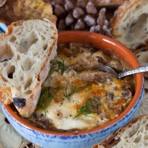 "Russian Monday: Mushrooms with Sour Cream Sauce - ""Gribi v Smetane"""