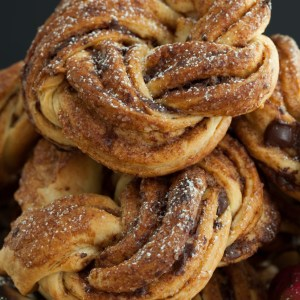 "Russian Monday: ""Sladkay Bulochka"" - Cinnamon Chocolate Pastry Wheels"
