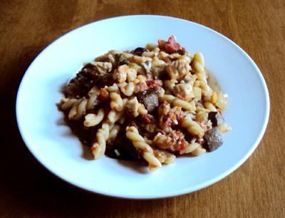 pasta with zuccini mushrooms chicken tomato sauce and cheese