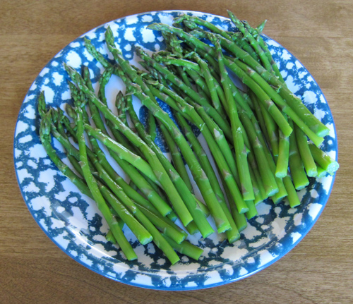 steamed asparagus on a plate