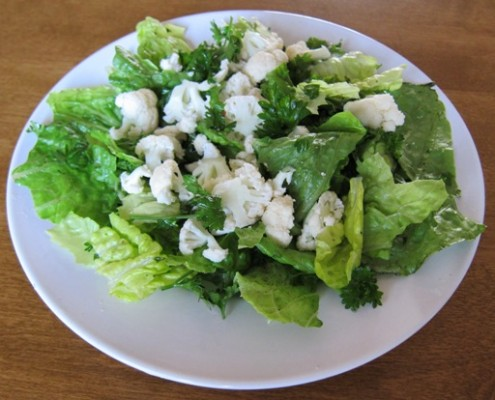 green salad with raw cauliflower and lettuce