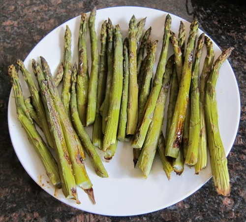 picture of roasted asparagus on the plate