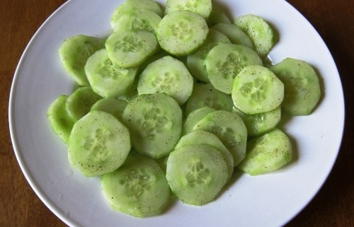 cucumber slices with lemon