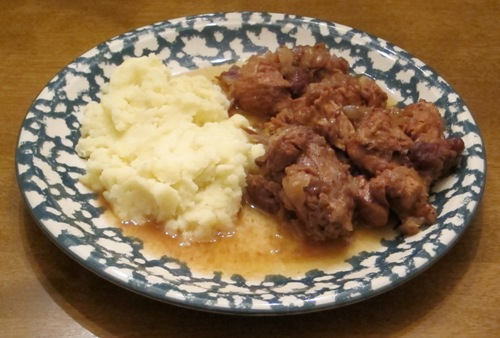 onion beef stew with mashed potatoes
