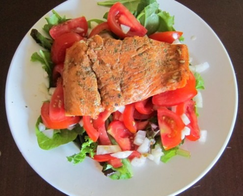 how to make healthy grilled salmon salad