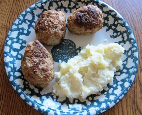 russian meat patties kotlety with mashed potatoes