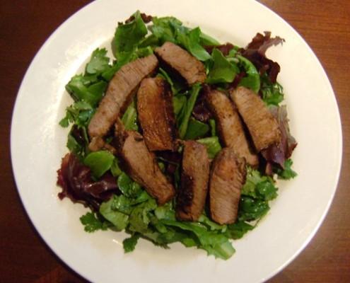 grilled slices steak and green lettuce salad recipe