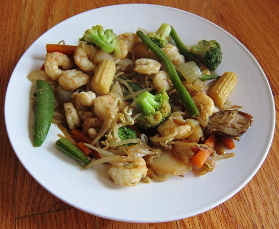 shrimp bean sprouts veggies on a plate