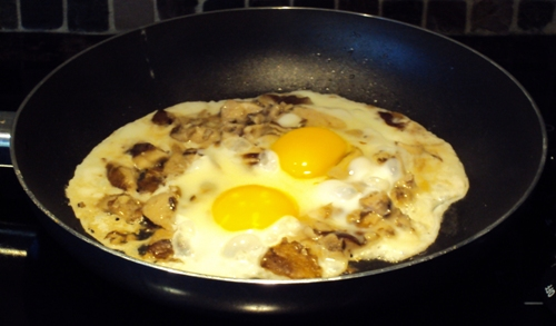 sunny side up eggs with mushrooms