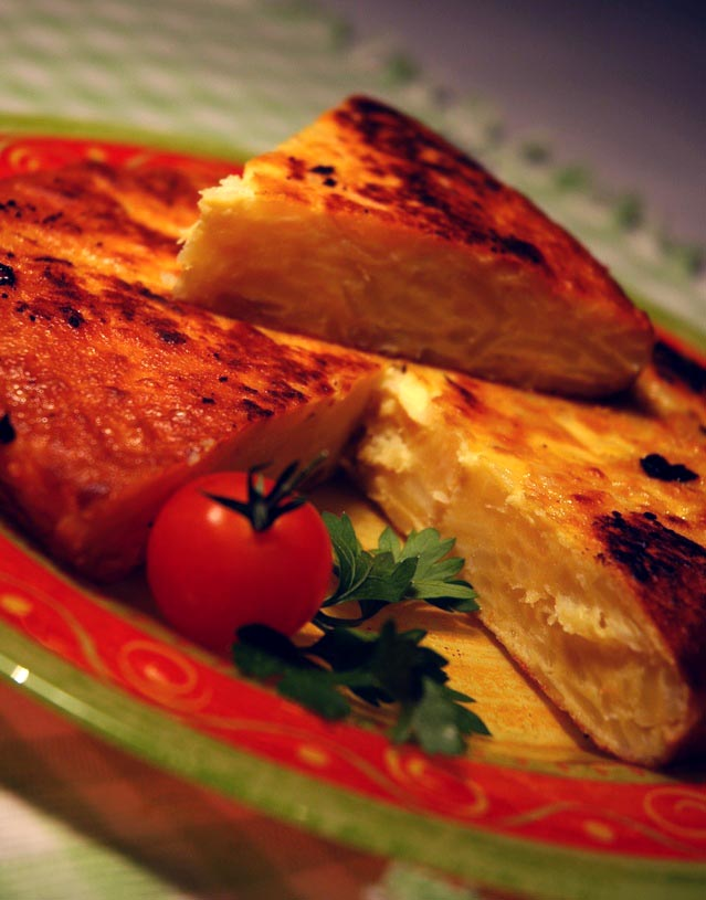 Easy Spanish Tortilla Recipe (Tortilla Espanola Potato Omelette)