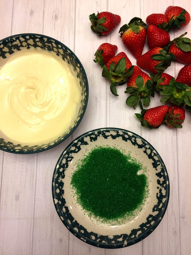 How To Make White Chocolate Covered Christmas Strawberries