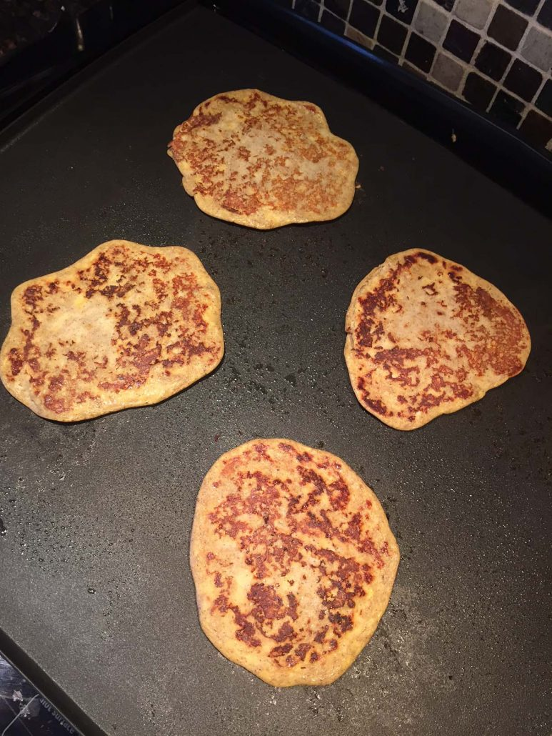 3 Ingredients Banana Pancakes