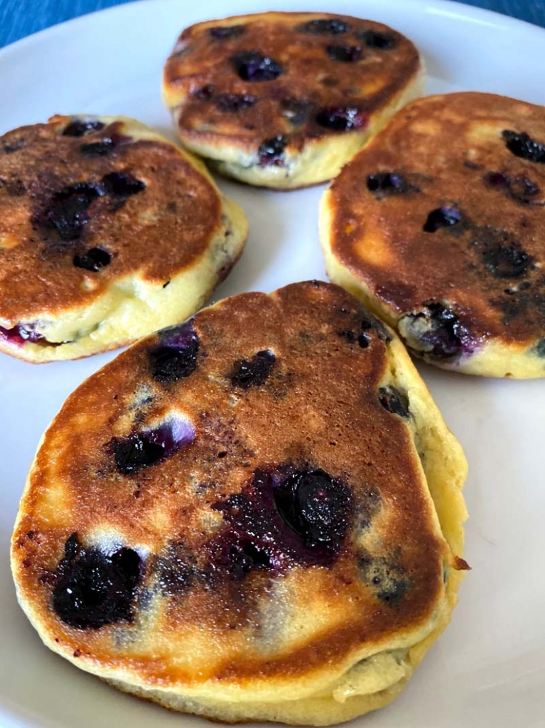 gluten-free low-carb blueberry pancakes