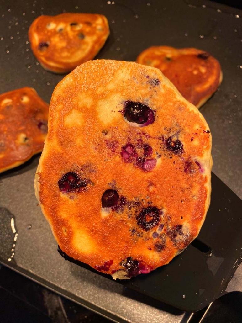 how to make keto blueberry pancakes