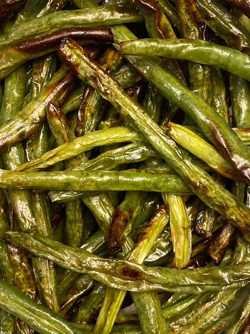 close up of air fryer green beans