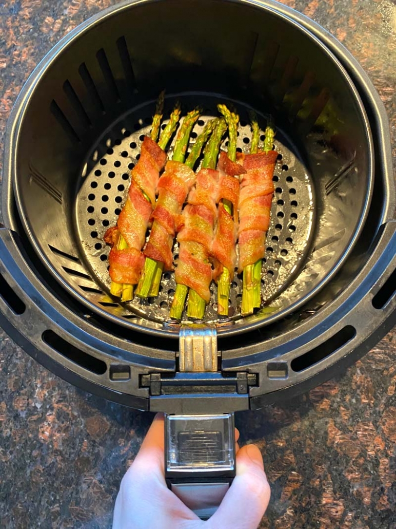 cooked bacon wrapped asparagus in the air fryer