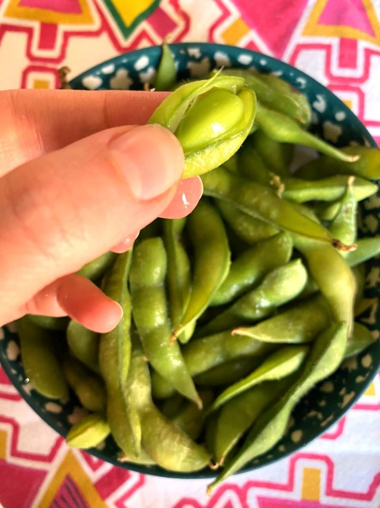 edamame beans pluck from pod