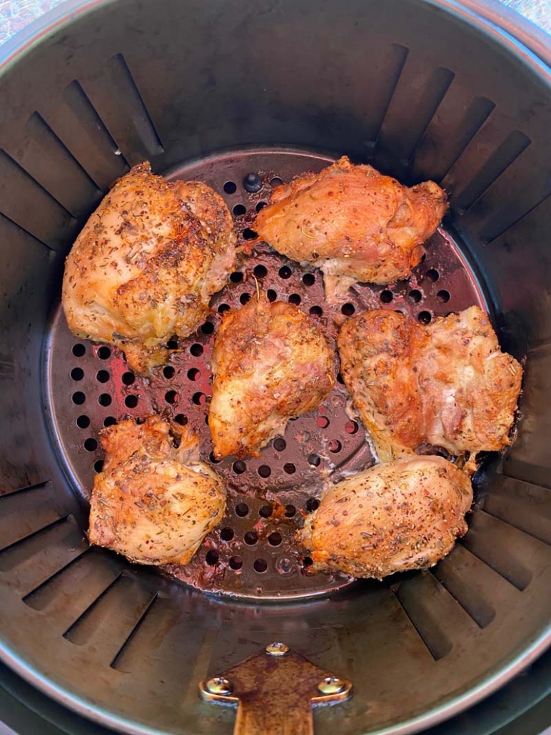 roasting chicken thighs in the air fryer basket