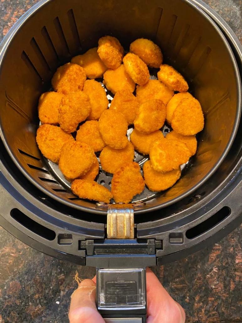 cooking frozen chicken nuggets in a air fryer